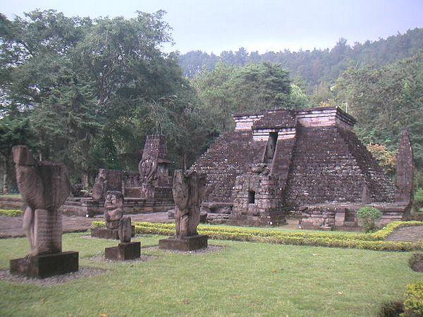 Piramida w Indonezji